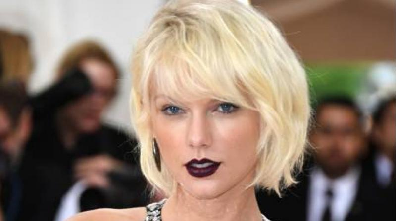Taylor Swift Visits Fan in Phoenix Burn Unit