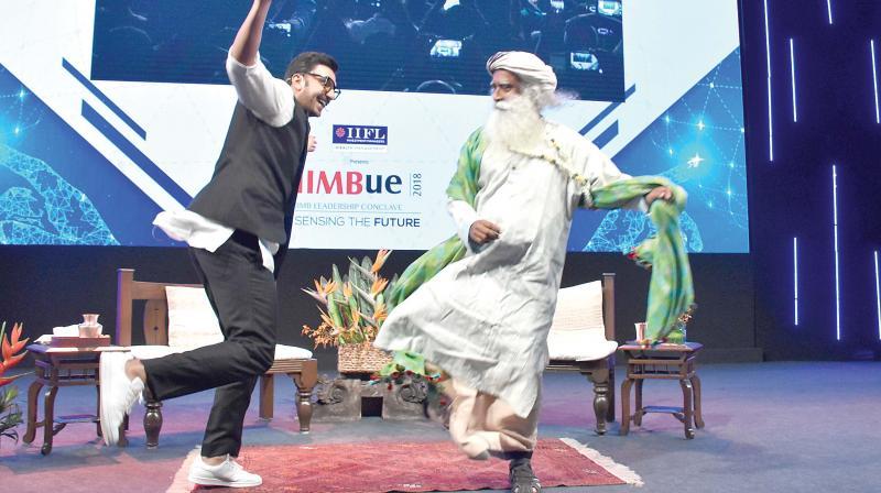 Ranveer makes Sadhguru dance
