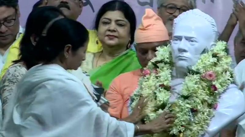 West Bengal Chief Minister Mamata Banerjee unveils Vidyasagar's statue. (Photo: Twitter/ ANI)