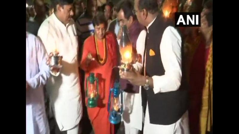 Carrying candles and lanterns, Thakur, along with BJP workers and supporters waded through the roads of the capital city to show resentment against recurring power cuts. (Photo: ANI)