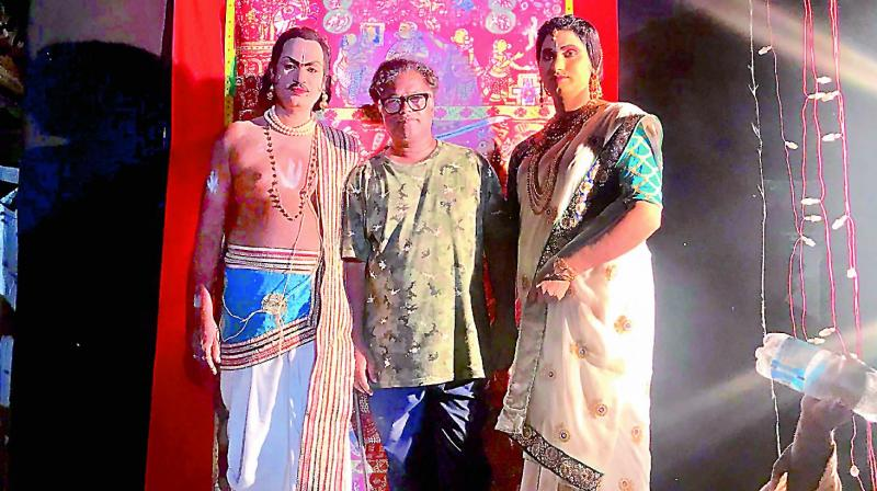 Laxman Aelay with Anjaiah and Naresh Gouda Jetti, scroll  narrative performers on the sets of the movie Mallesham