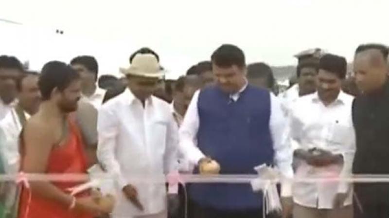 E S L Narasimhan, Devendra Fadnavis and Jagan Mohan Reddy were present at the inaugural ceremony. (Photo: Twitter/ screengrab)