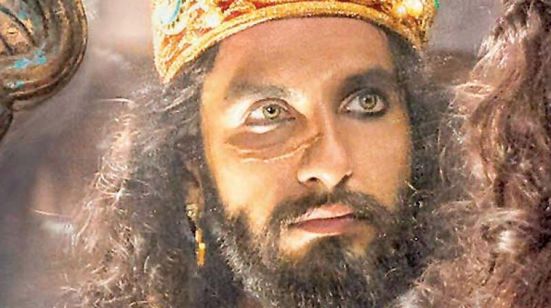 Finally! Khalibali featuring Ranveer Singh from Padmaavat is out now