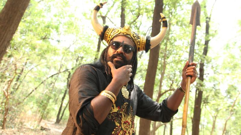 A still from Oru Nalla Naal Paathu Solren.