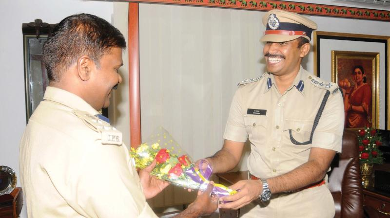 Former commissioner Sparjan Kumar welcomes P. Prakash (right) as he took charge as Thiruvananathapuram city police commissioner on Monday. (Photo: A.V. MUZAFAR)