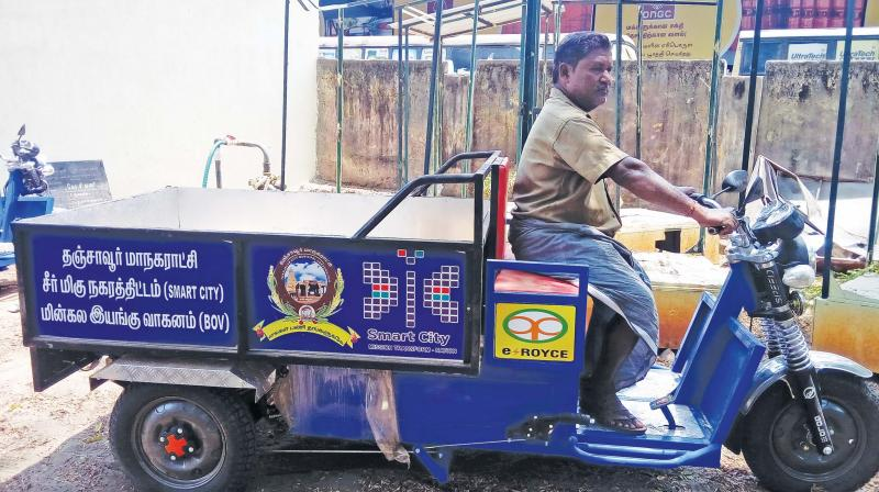 Garbage collection done on green E-vehicle in Thanjavur city corporation on Tuesday. (Photo: DC)