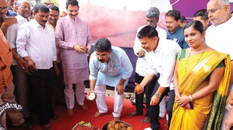 Revenue Minister R. Ashok and state BJP president Nalin Kumar Kateel launch work on BC Road beautification near Mangaluru on Monday.