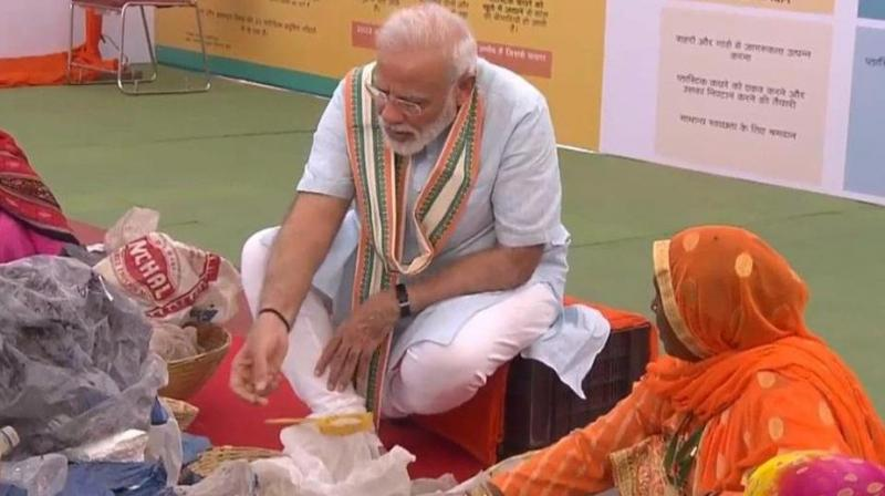 At the event, Modi also exchanged pleasantries with a couple of women rag pickers.  (Photo: ANI)