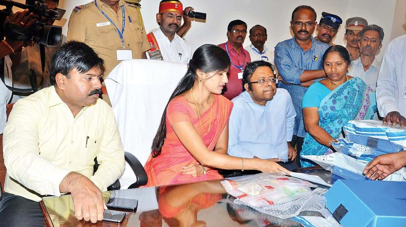 Salem Collector Rohini Bhajubhakare explains about the gold and silver haul by poll squad on Thursday. (Photo: DC)