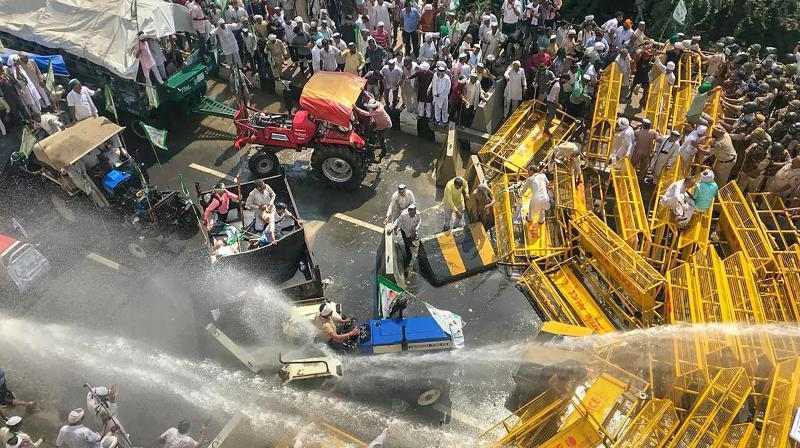 Farmers along the UP-Delhi border were stopped during the 'Kisan Kranti Padyatra' and police resorted to using of teargas shells and water cannons to disperse the protesters. (Photo: PTI)