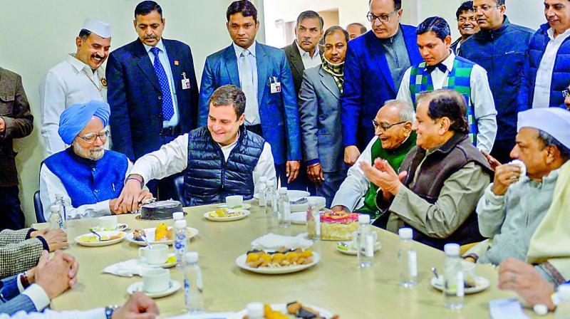 Manmohan Singh and Rahul Gandhi cut cake on Congress' 134th Foundation Day.