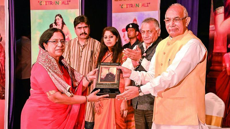 Anjani Reddy receives the Raja Ravi Varma Samman from Kaptan Singh Solanki, Governor of Haryana.