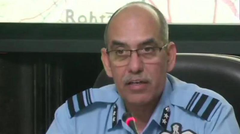 Air Vice Marshal R.G.K. Kapoor, at a media briefing, showed radar images to assert that an F-16 of the Pakistan Air Force was shot down by the Indian Air Force. (Photo: ANI)