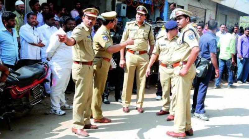 The police carried out a parade at the jurisdictional police station and warned the rowdies against committing any act in violation of the law.