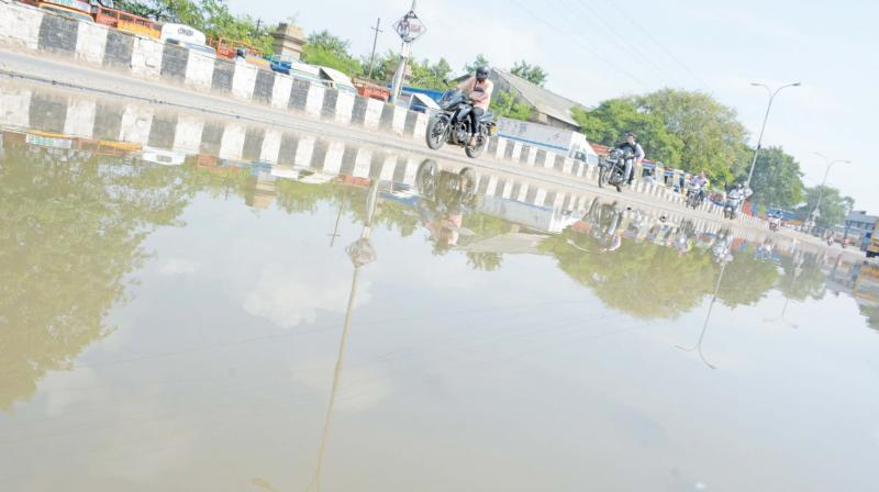 Stagnant rainwater at Elephant Gate road on Wednesday. (Photo: DC)
