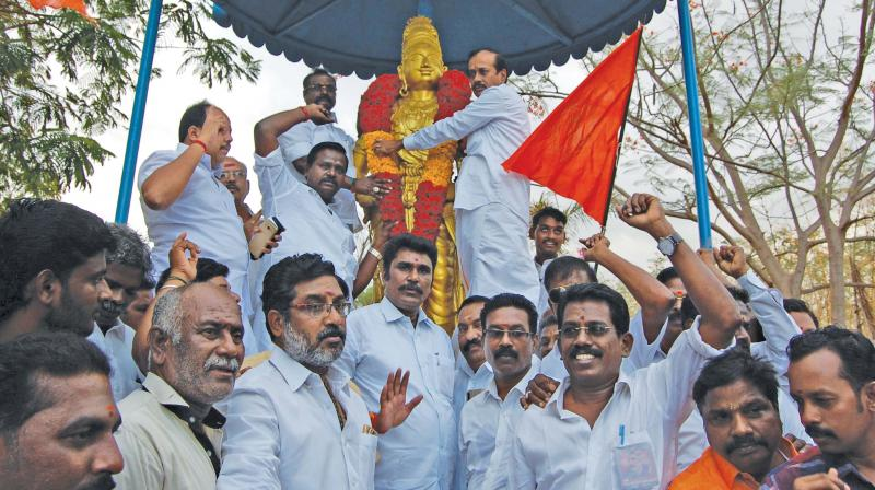 H. Raja, National secretary of BJP garland the statue of King Raja Raja Cholan at Thanjavur on Wednesday. (Photo: DC)
