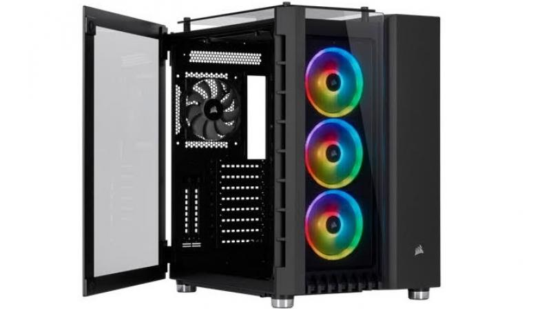 The Crystal Series 680X RGB  case includes one CORSAIR SP120 fan and three CORSAIR LL120 RGB PWM fans, each equipped with 16 individually addressable RGB LEDs.