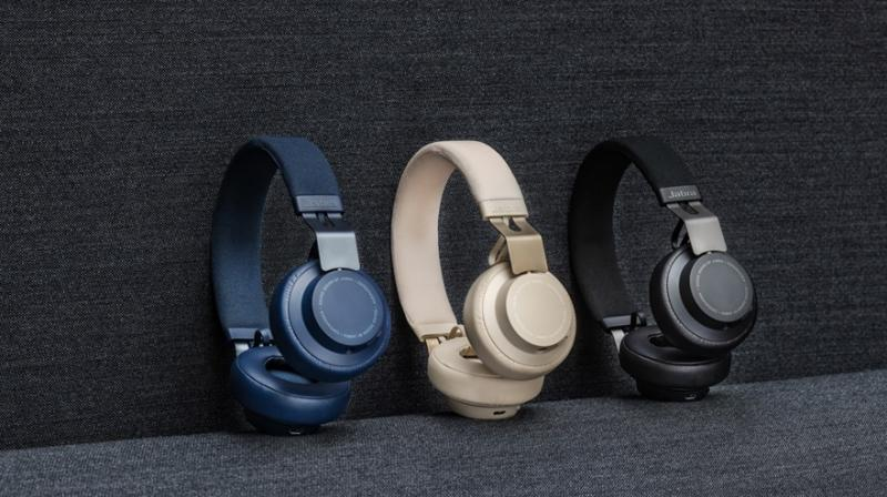 The Move allows users to control calls directly from the headphones.