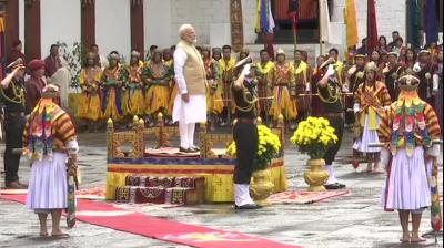 Prime Minister Narendra Modi receives guard of honour at Tashichhoedzong Palace. (Photo: ANI)