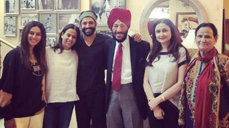 Farhan took to his social media and posted a picture of him with Milkha Singh and his family and wrote about his sweet interaction with the icon.