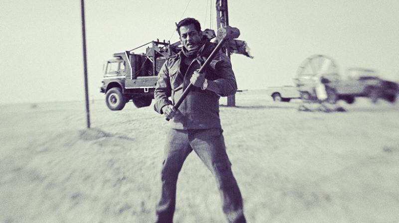 Salman Khan on set of Bharat. (Image: Twitter)