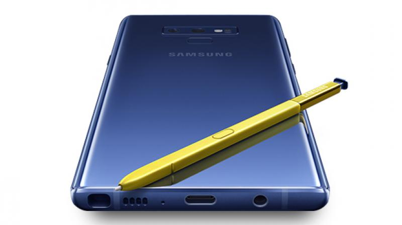 The S Pen relies on a supercapacitor to keep itself alive, which draws power from the Note 9's massive 4000mAh battery.