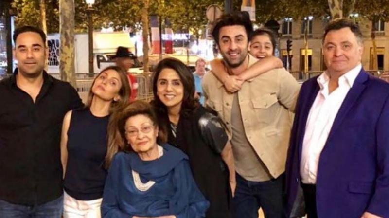 Bharat Sahni, Riddhima Kapoor Sahni, Krishna Raj Kapoor, Neetu, Ranbir Kapoor, Samara and Rishi Kapoor in Paris.