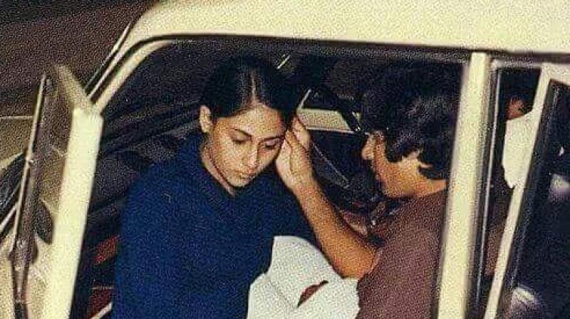 Amitabh Bachchan gets romantic with wife Jaya Bachchan. (Photo: Instagram)