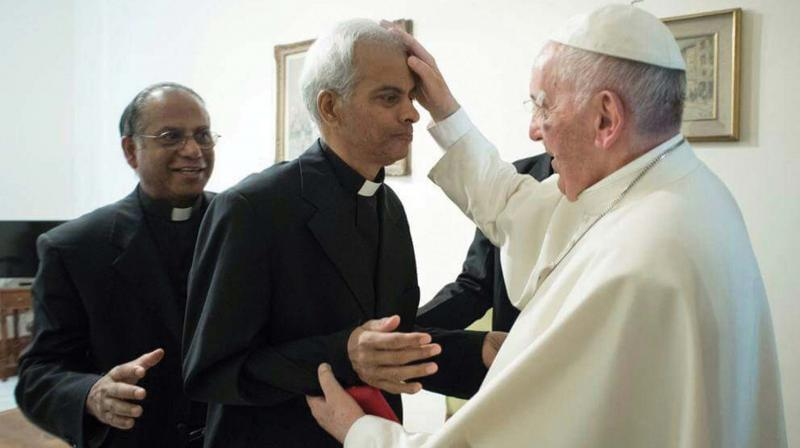 Fr Tom Uzhunnalil meets Pope Francis at Vatican on Wednesday. (BY ARRANGEMENT)