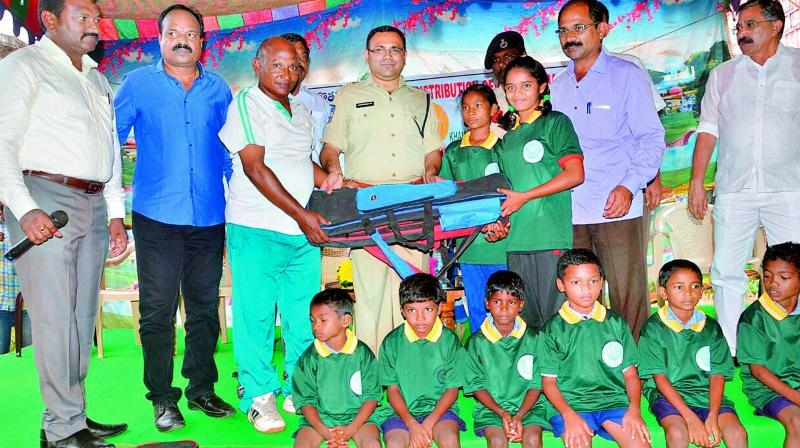 Gothikoya children given archery kits in Kamalapuram school under Mulakalapalli mandal in Bhadradri-Kothagudem district on Monday. (Photo: DC)