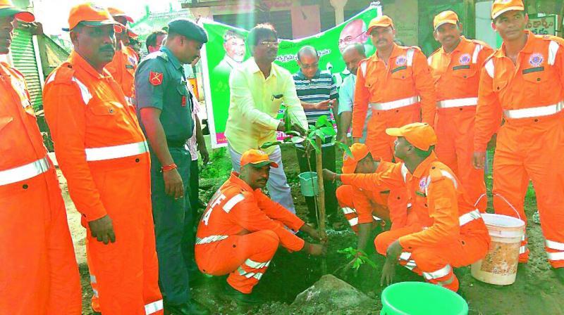 300 NDRF personnel take part in the plantation programme held under Swachhta hi Seva in Mangalagiri.