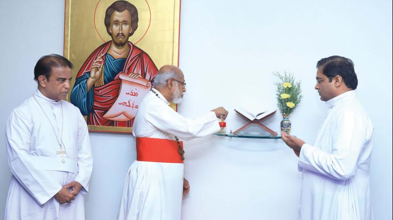 Cardinal Mar George Alencherry inaugurates the Syro-Malabar Church Synod session at Kakkanad St. Thomas Mount. Synod secretary bishop Mar Antony Kariyil Curia, vice-chancellor Rev. Dr. Wilson Cheruvathoor are also seen. (Photo: DC)