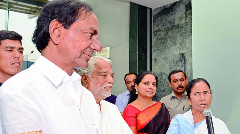 K Chandrasekhar Rao meets Mamata Banerjee, gets support for Third Front