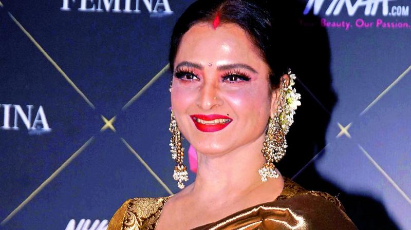Rekha has apparently loved the Amitabh Bachchan-starrer 102 Not Out and has been raving about it ever since she watched the preview.