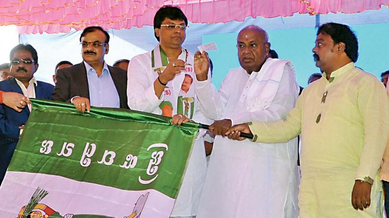 Siddaramaiah challenges Yeddyurappa to contest from Varuna instead of fielding son