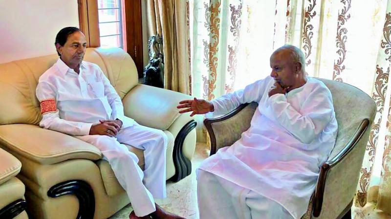 KCR flies to Bengaluru for federal front talks with Deve Gowda