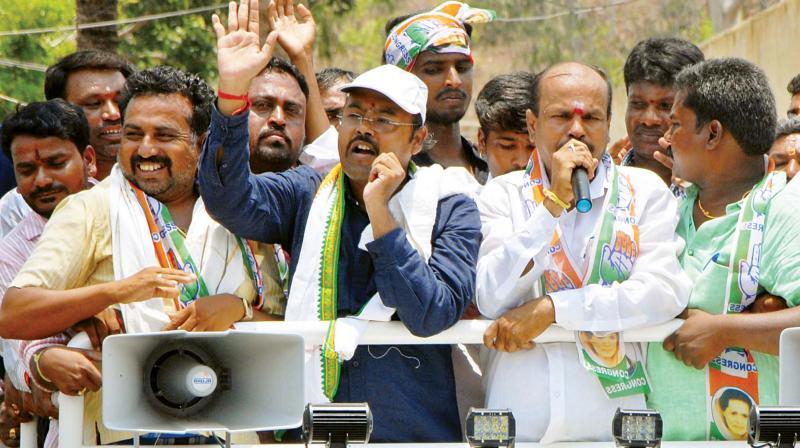 Congress candidate Yathindra Siddaramaiah  campaigns at Varuna in Mysuru on Monday. (Photo: KPN)