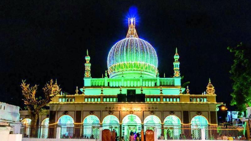 The facade of the Dargah Hazrat Shah Khamosh.
