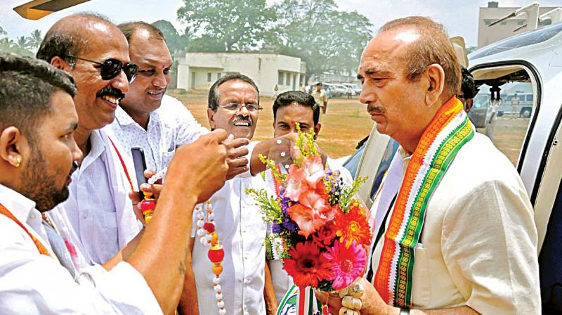 Congress leader Ghulam Nabi Azad arrives in Chikkamagaluru on Saturday. (Photo: PTI)