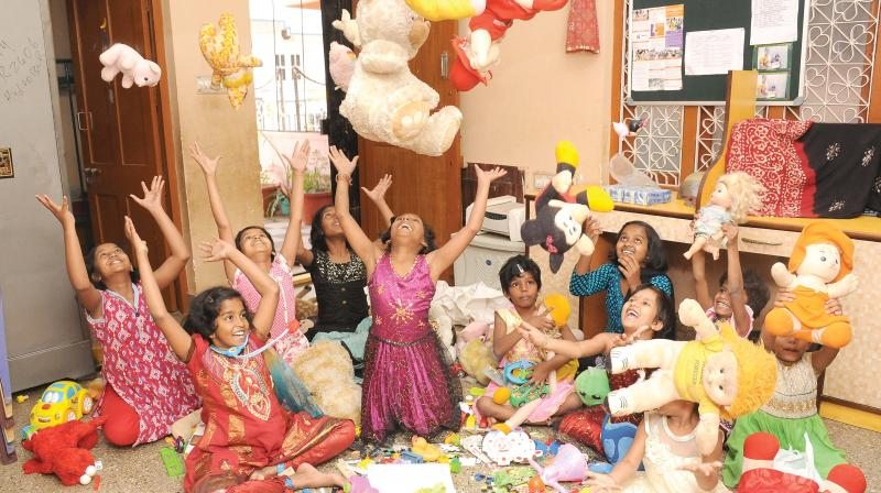 Children enjoy goodies donated by NGO Kritagyata. (Photo: DC)