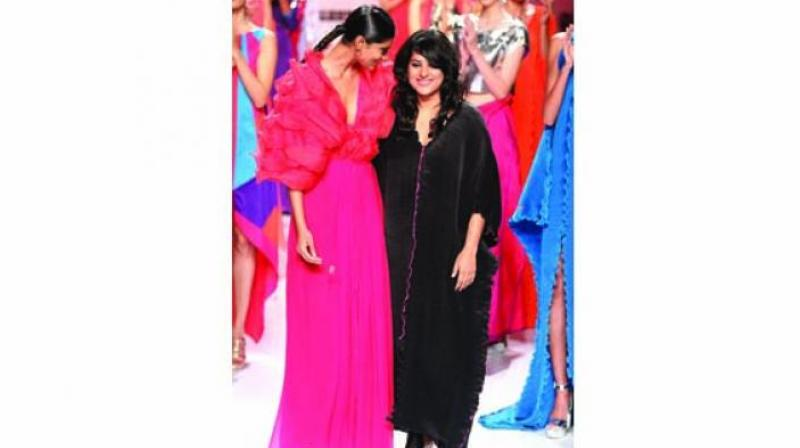 Schulen Fernandes with a model wearing her collection.