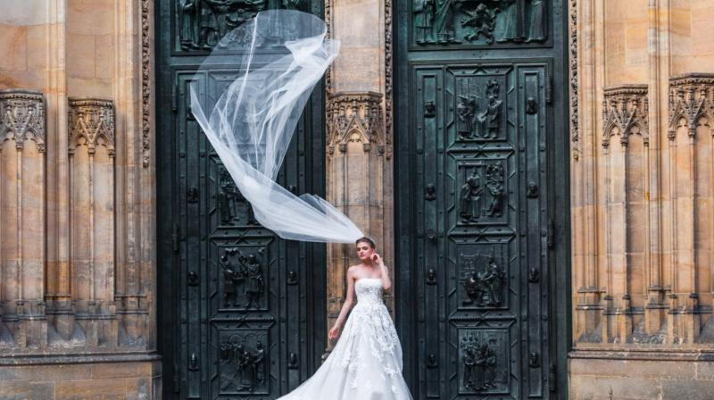 Now, brides can buy gowns online from designers like Nicole Miller, luxury stores like Moda Operandi. (Photo: Pexels)