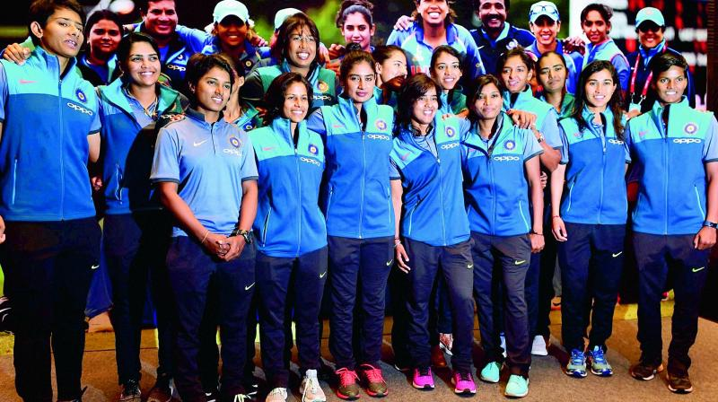 Indian Womens Team Receives Overwhelming Reception At Shivaji