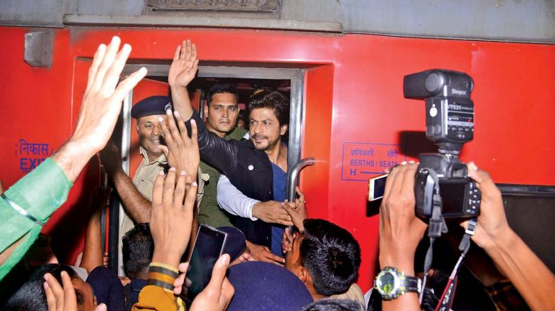 Shah Rukh Khan promoting Raees at Vadodara Railway Station.