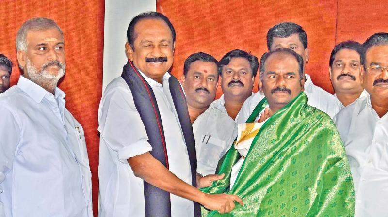 MDMK chief Vaiko with DMK candidate for RK Nagar byelection Marudhu Ganesh on Monday. Vaiko has pledged his support to the DMK candidate in the bypoll scheduled for December 21
