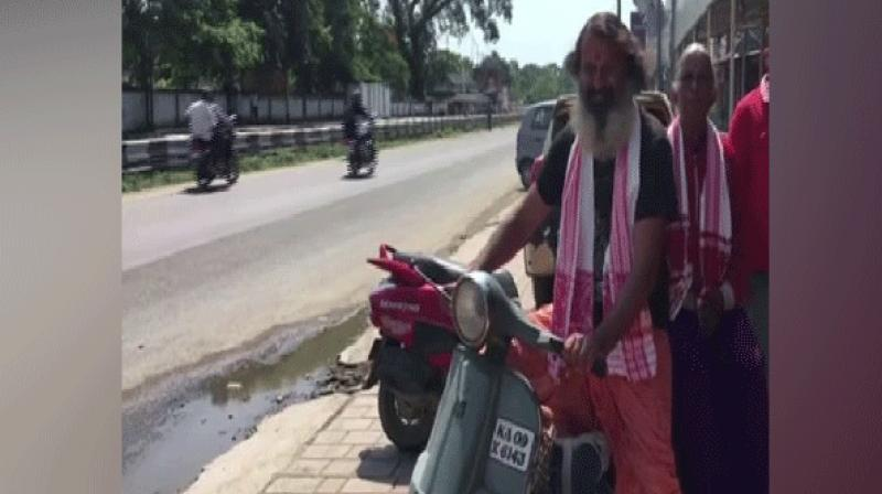 Riding on a Bajaj Chetak scooter, the modern-day 'Shravan Kumar' has carried his 70-year-old mother Choodarathna to all the places. (Photo: ANI)