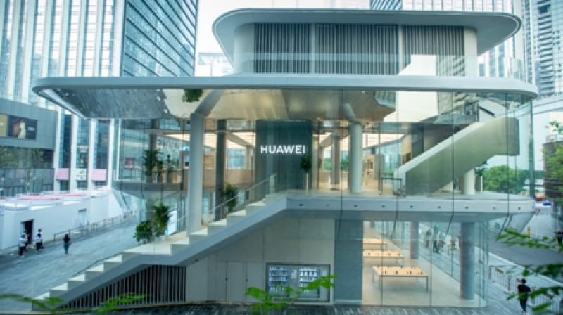 "Huawei Global Flagship Store, the three-storey single-family building, adopts the design concept of ""City Square"", which combines the traditional Chinese and western architectural philosophy."