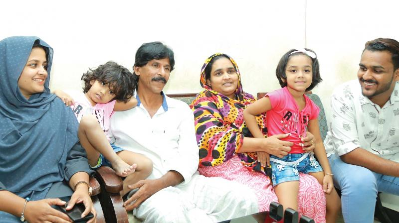 Noushad along with his wife Nisa, daughter Farhana and son Fahadh. Farhana's children can also be seen.