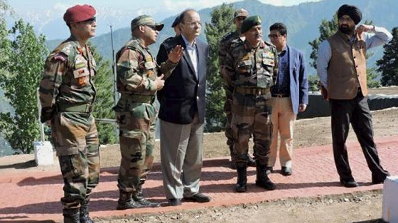 Defence Minister Arun Jaitley with GOC of Baramulla based Division, Maj Gen RP Kalita during a visit to the forward areas of Rampur Sector of North Kashmir. (Photo: File/PTI)