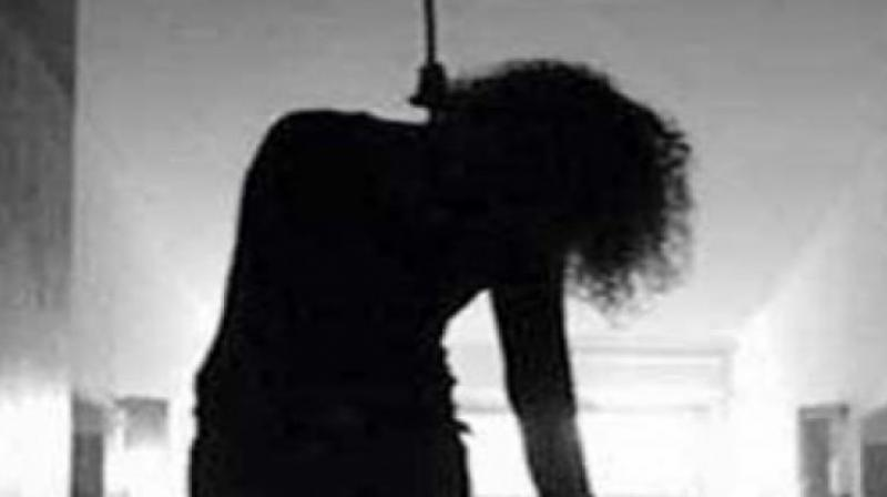 The girl committed suicide in the night by hanging herself from a fan.
